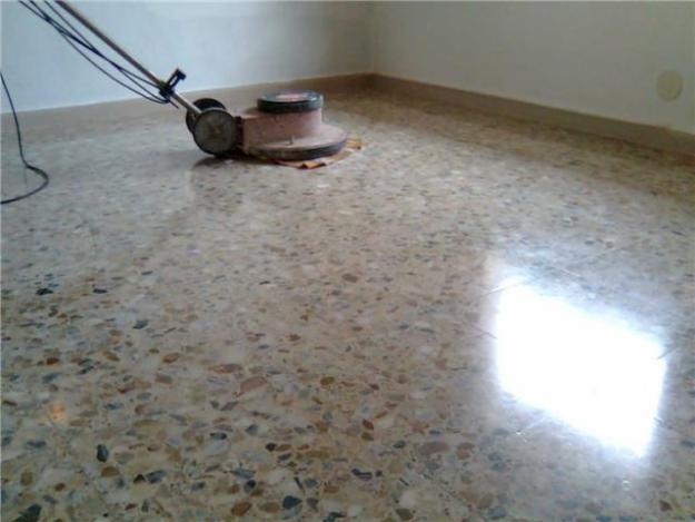 Abrillantado de suelos barcelona labaietador for Como pulir marmol